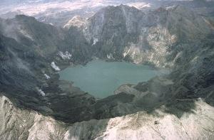Pinatubo92pinatubo_caldera_crater_lake